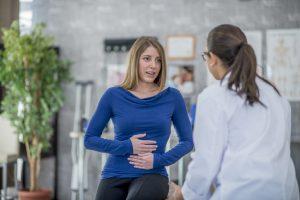 El dolor abdominal abarca desde el pecho hasta la ingle donde se localizan diferentes de órganos intraabdominales y el dolor de estómago se localiza en la zona central o superior del abdomen.
