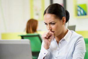 Su función es mantener la garganta y las vías respiratorias libres de obstáculos e irritación.