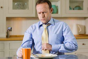 La acidez aparece muchas veces por una saturación en el tracto digestivo que afecta a su buen funcionamiento.