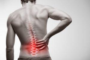 Es uno de los dolores más comunes de la zona de la espalda y suele ser manifestado por una distensión muscular lumbar.