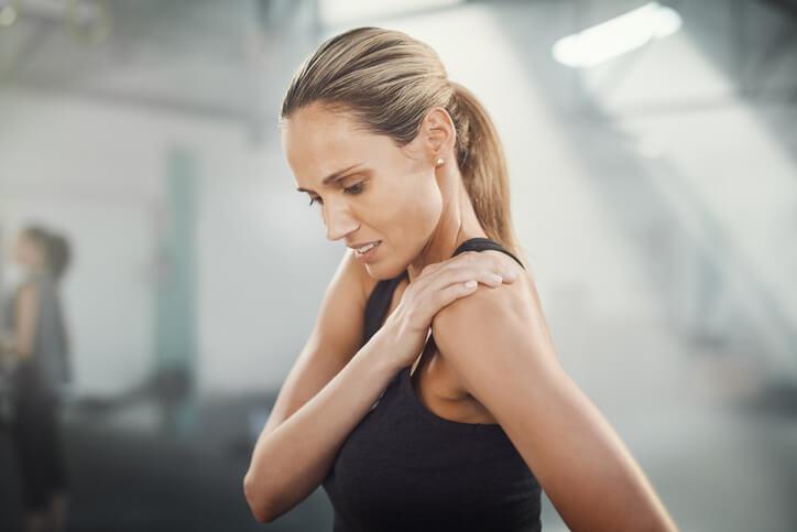 El dolor en el brazo izquierdo se refiere a cualquiera aparecido desde el hombro hasta la muñeca.