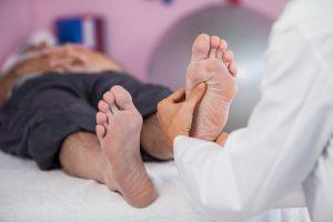 El pie es la base de nuestro organismo y una de las partes más complejas del cuerpo humano.