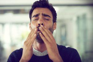 Es difícil clasificar los diferentes tipos de estornudo, depende de cada persona, los hay estridentes, silenciosos, cómicos...etc, dependiendo del sonido que produzcan.