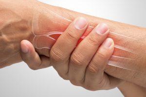 La reparación ósea es un proceso que sucede de manera natural en aquellos pacientes que han sufrido una fractura en algún hueso. No obstante, requiere la inmovilización de la zona, y si las fracturas presentan complicaciones puede ser necesario someter al paciente a una intervención quirúrgica.