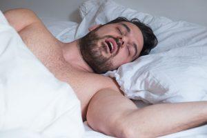 as causas de la apnea obstructiva del sueño se produce cuando hay una afectación de la musculatura superior de la faringe que da lugar a un cierre de la vías respiratorias.