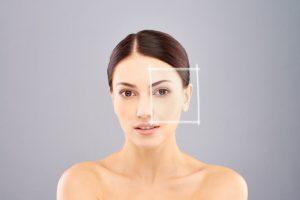 En la dermatología digital se pueden ver extensiones de piel más amplias que permiten ver nuevas lesiones comparando con las imágenes previas. Las dermatologías digitales pueden ser realizadas de zonas más extensas los que se conoce como mapeo o bien hacerla de una lesión en concreto, esto se conoce como dermatoscopia digital.