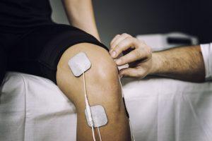 La electroestimulación se realiza porque mejora el dolor, aumenta el riego sanguíneo, produce estimulación que mejora la conducción nerviosa en casos de parálisis.