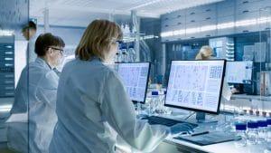 Con el análisis de la Gasometría se detectan una serie de valores bioquímicos (ph, bicarbonato, presión parcial de oxígeno y de dióxido de carbono, saturación de oxígeno en la sangre), que sirven a los médicos para valorar las alteraciones de oxigenación de la sangre del paciente y del equilibrio ácido-base del organismo, así como de la función del pulmón y los riñones que son los órganos encargados de su regulación.