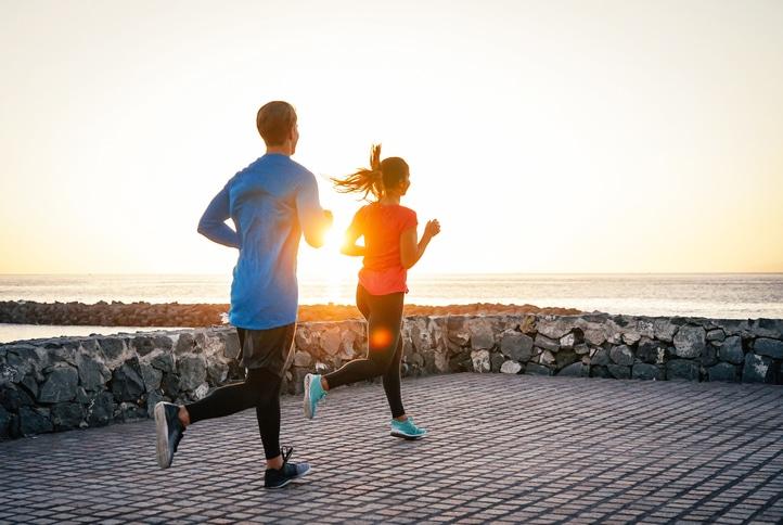Beneficios y Peligros de Correr por la Orilla de la Playa