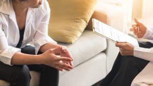 El tratamiento de la ansiedad se divide en dos posibles intervenciones que se pueden usar por separado o de manera conjunta.