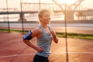 Si quieres mejorar tus hábitos y decides que el ejercicio deseado es correr, lo primero que debes hacer es acudir al médico, para que realice una revisión médica deportiva