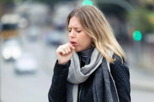 El medicamento cloperastina se usa generalmente para tratar las diferentes formas improductivas de las tos