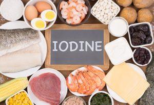 El yodo es un elemento esencial para que el tiroides sea capaz de producir las hormona tiroidea.