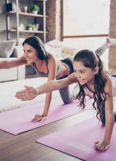 Deporte en familia: iníciate en el yoga
