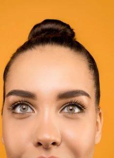 Rejuvenece tu mirada con una blefaroplastia